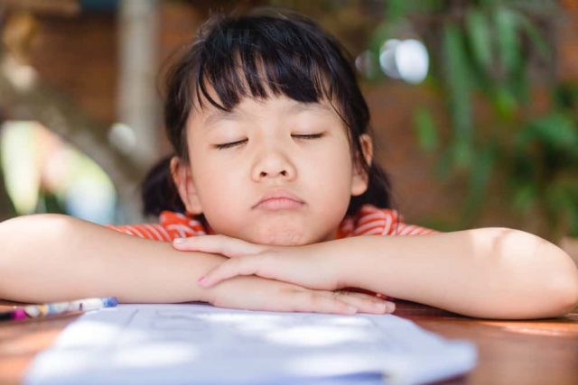 Ilustrasi anak suka menunda tugas. Foto: Shutterstock