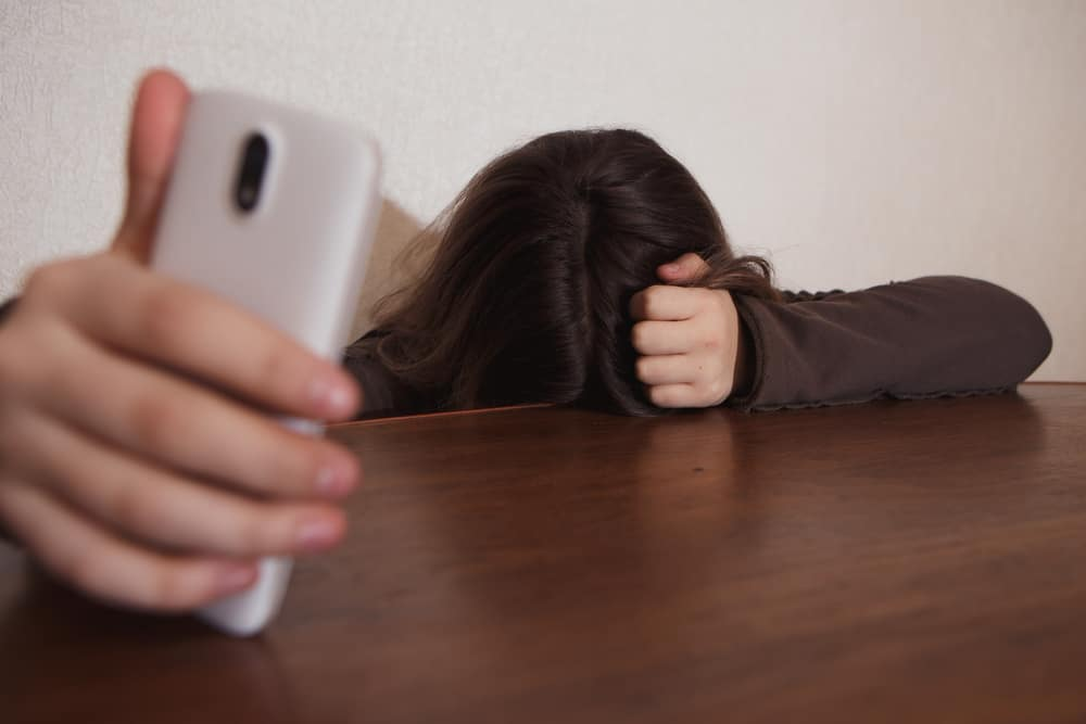 Ilustrasi stalking mantan. Foto: Shutterstock