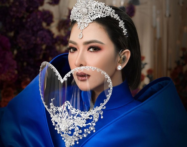 Glamor! Gaya Syahrini pakai Face Shield jadi Sorotan