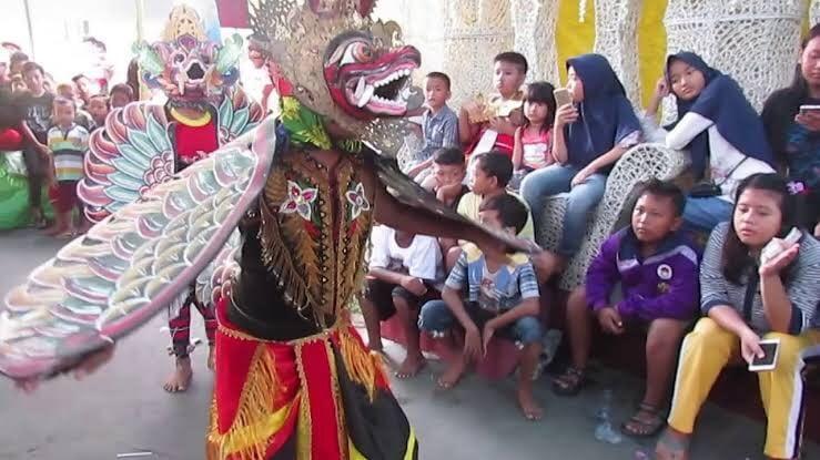 Mengenal Tari Pitik-Pitikan, Tradisi Banyuwangi untuk Tolak Bala. Foto: Youtube Kesenian Banyuwangi
