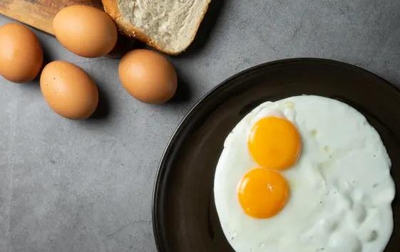 Wanita Rutin Makan Telur, Manfaatnya Sungguh Luar Biasa (Foto: Shutterstock)