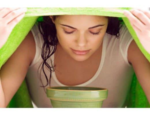 Penguapan Wajah, Cara Simpel Rawat Kulit dengan Segudang Manfaat. Foto: Hellosehat