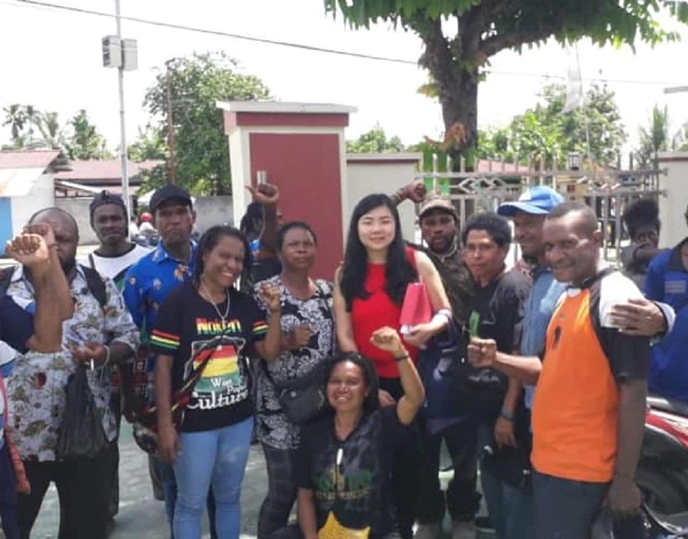 Suara Lantang Pendiri OPM Beber Veronica Koman: Provokator Papua - Veronica koman baju merah (Foto: Instagram/veronicakoman)