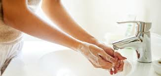 Cuci Tangan dengan Sabun vs Hand Sanitizer, Ampuh Mana?