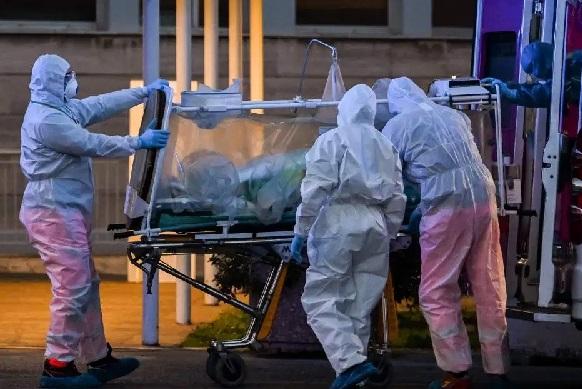 Penanganan pasien virus corona (Ilustrasi). (Foto: AFP)