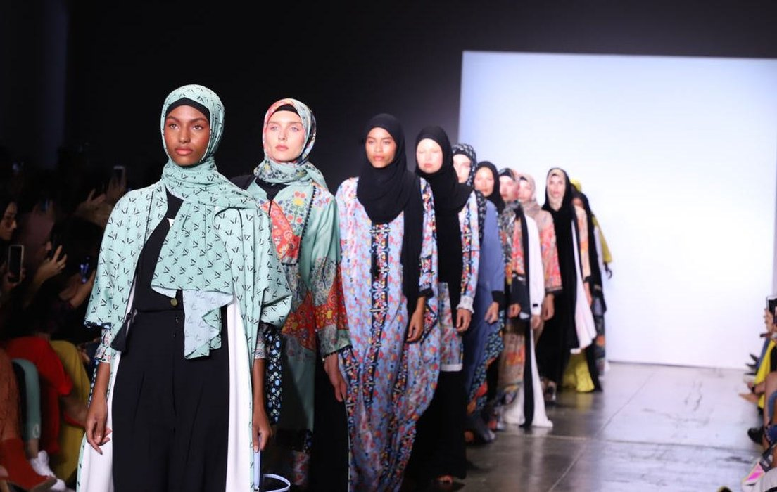 Ilustrasi modest fashion show. Foto: Harper's Bazaar