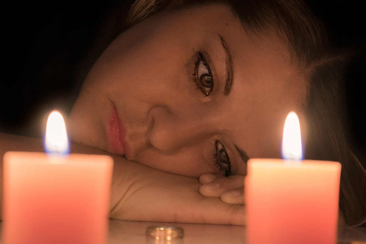 Ilustrasi wanita sedih. Foto: Pixabay