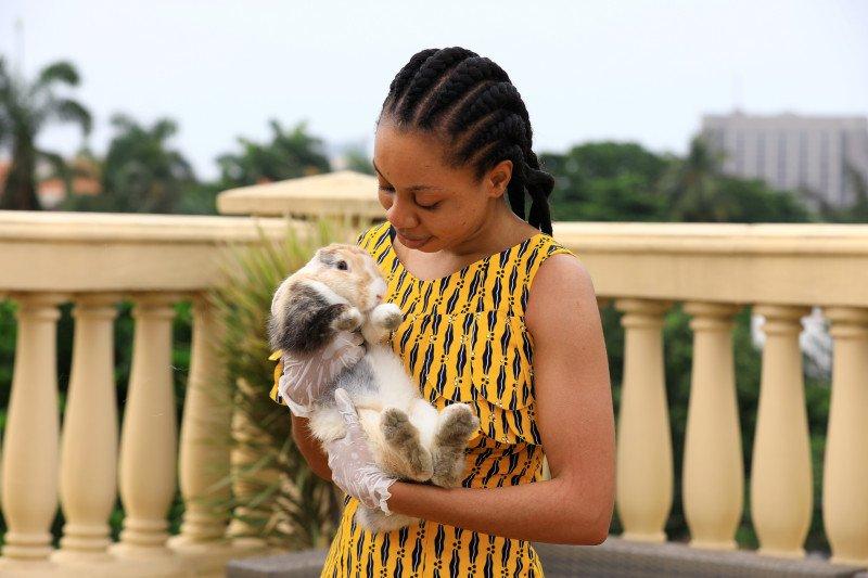 Jalani Karantina, Warga Nigeria Pelihara Kelinci untuk Hibur Diri