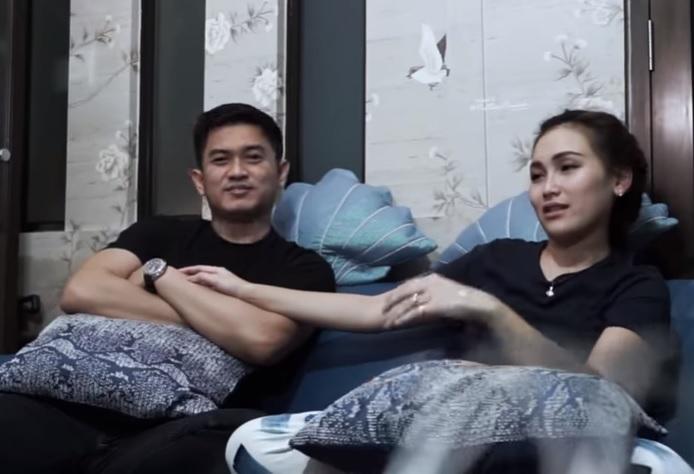 Adit Jayusman dan Ayu Ting Ting. Foto: YouTube/Qiss You TV