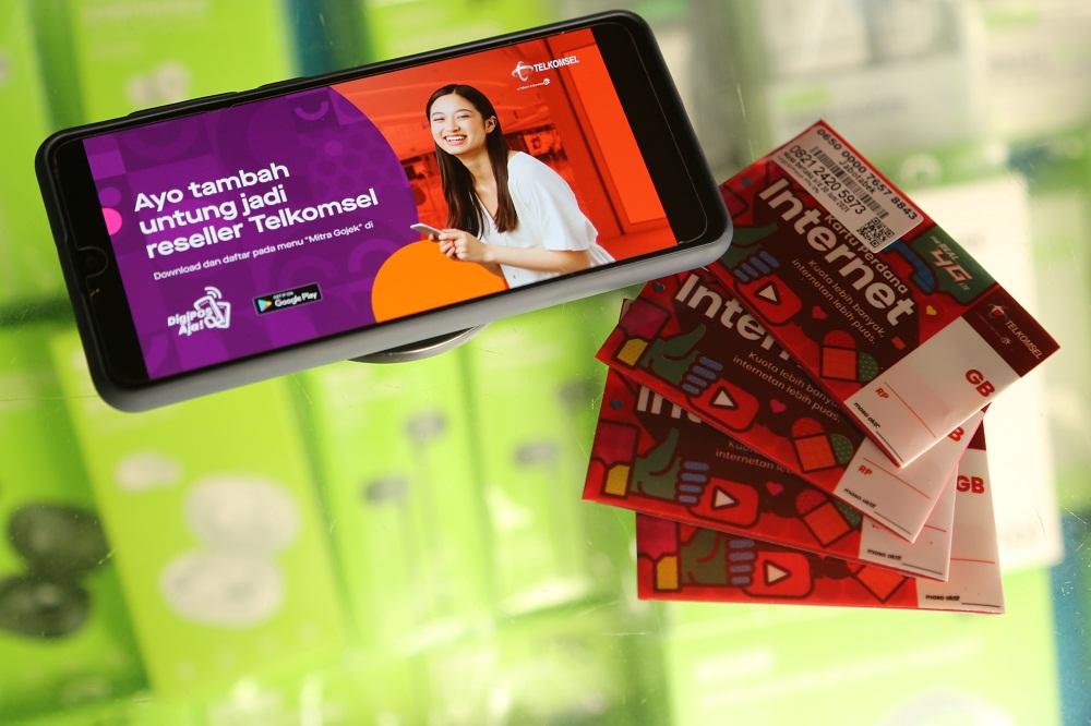 Telkomsel dan Gojek kembali memperdalam sinergi kedua perusahaan dengan memperluas akses bagi para mitra UMKM menjadi reseller Telkomsel melalui aplikasi DigiPOS Aja! Foto: Corcom Telkomsel