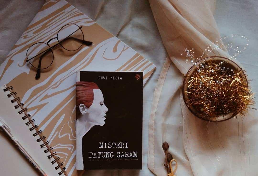 Novel Misteri Patung Garam. Foto: Instagram/@libraryofmanda