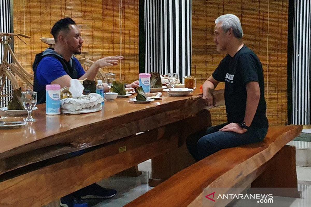 Agus Harimurti Yudhoyono (AHY) berbincang dengan Ganjar Pranowo. Foto: Antara/Ho/Jpnn