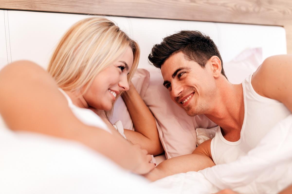 3 Hal Rupanya Bisa Bikin Suami Perkasa di Ranjang, Istri Senang
