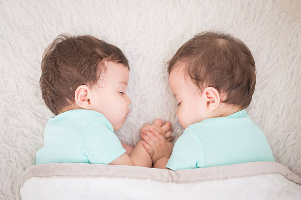Inspirasi Nama Bayi Kembar Laki-laki Modern, Sangat Keren!