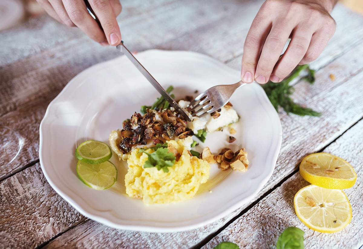 3 Gaya Makan yang Bikin Kamu Susah Menurunkan Berat Badan