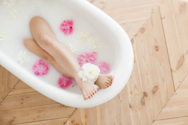 Ilustrasi mandi susu. Foto: Shutterstock