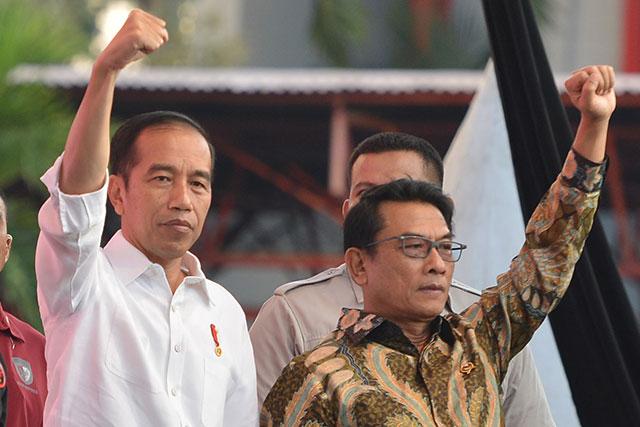 Moeldoko (kanan) bersama Presiden Jokowi. Foto: ANTARA/Wahyu Putro A