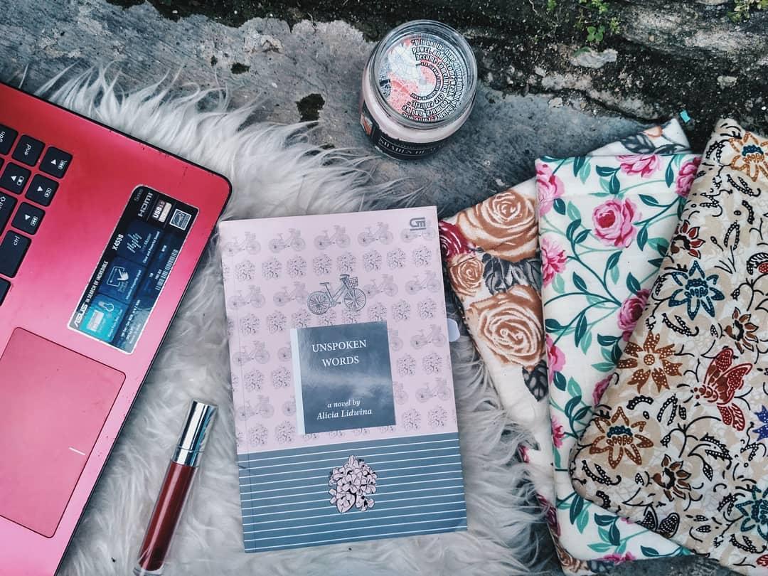 Foto: Instagram/@delasyahma.reads