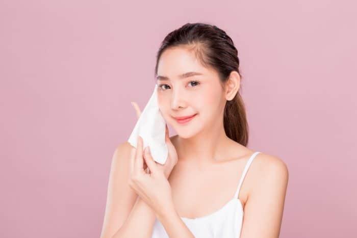 7 Rangkaian Skin Care untuk Kulit Berminyak yang Rentan Jerawat