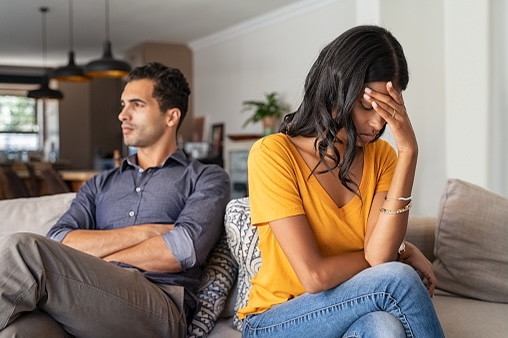 4 Akibat Terlalu Mencintai Seseorang, Bisa Membuat Pasangan Muak