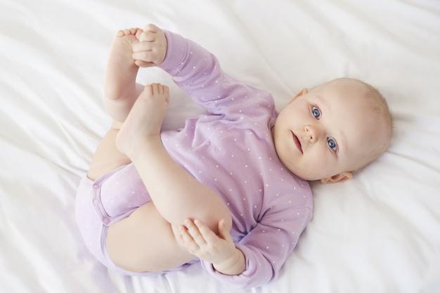 Inspirasi nama bayi. Foto: Freepik/gpointstudio