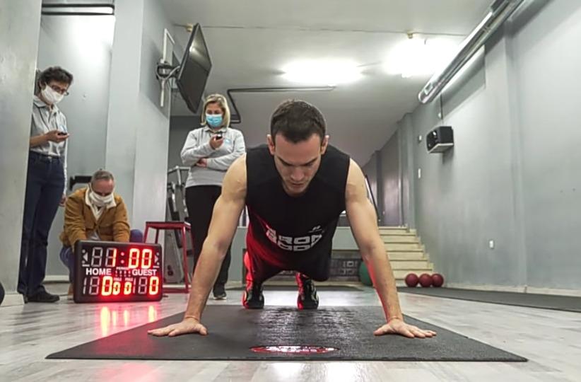 Atlet Yunani Pecahkan Rekor Hand-Release Push Up 64 Kali/60 Detik