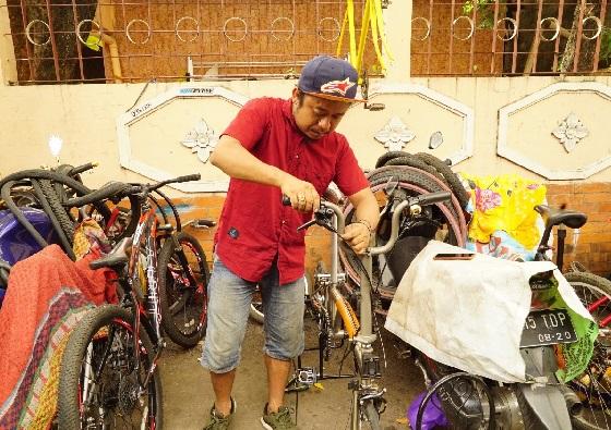 Owner Bengkel Sepeda Panggilan, Suwanto alias Iwe. Foto: GenPI.co