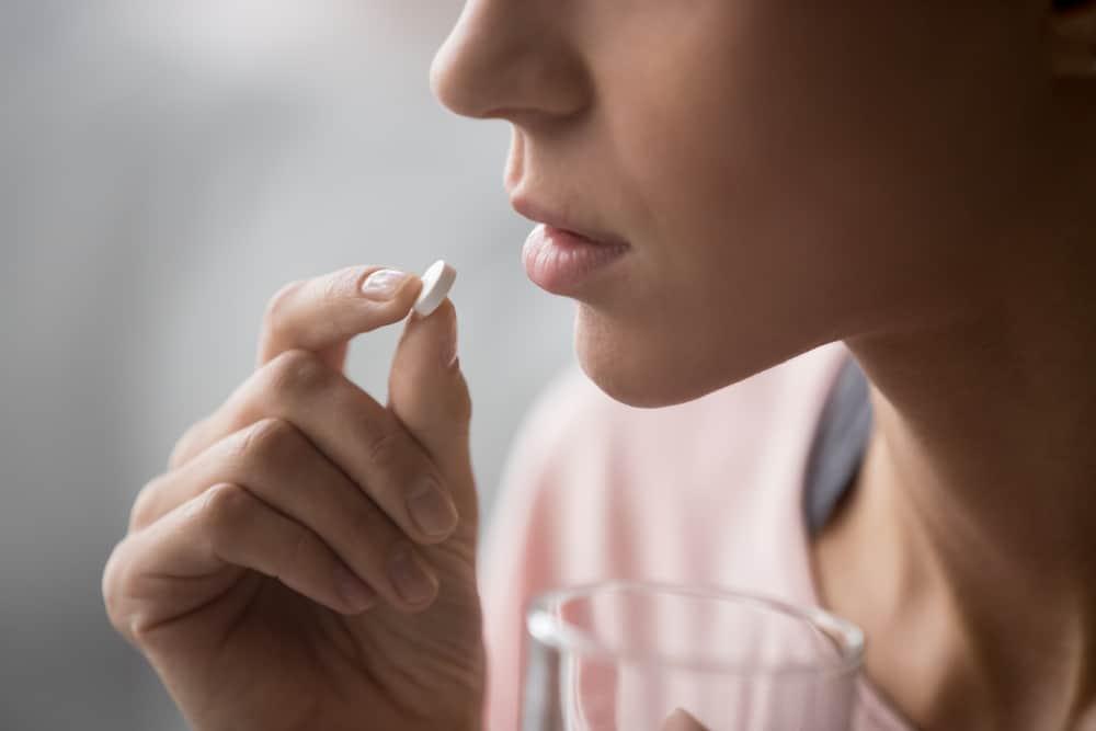 Ilustrasi obat sakit kepala. Foto: Shutterstock