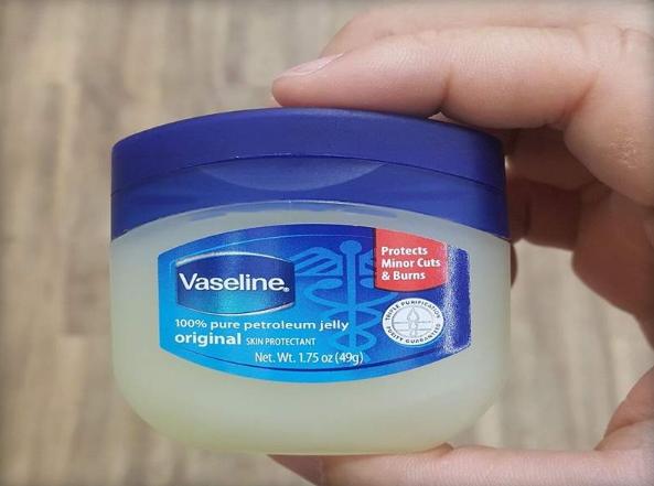 Vaseline Petroleum Jelly. Foto: Elevania Blog