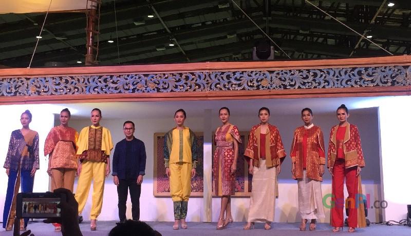 Koleksi tenun rancangan Wignyo Rahadi. Foto: GenPI.co