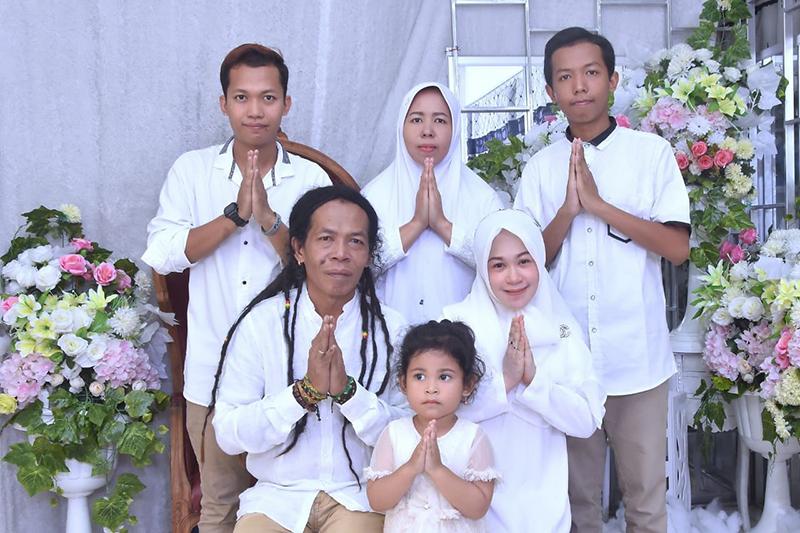 Cak Sodiq dan keluarganya. Foto: Dok Pri for GenPI.co