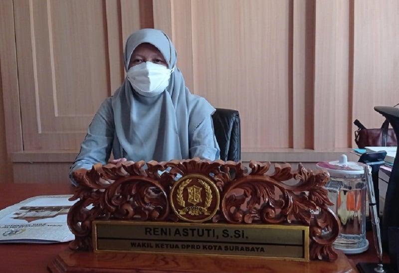 Wakil Ketua DPRD Kota Surabaya, Reni Astuti saay ditemui di ruang kerjanya, pada Selasa (27/5) lalu. . Foto: GenPI/Ananto