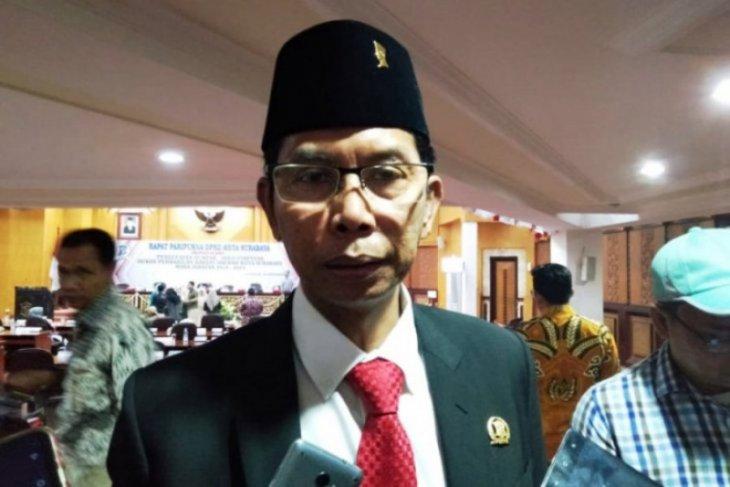 Foto Dok - Ketua DPRD Surabaya Adi Sutarwijono. (ANTARA Jatim/Abdul Hakim)