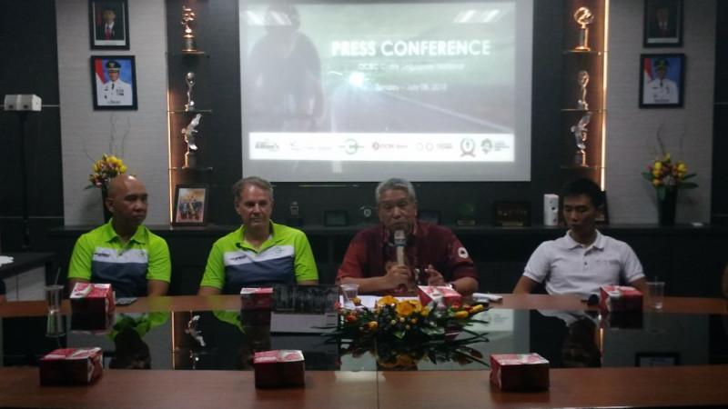 Konferensi Pers Lomba sepeda Singapura di Batam.