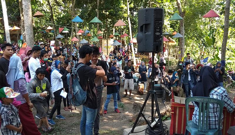 Suasan Pasar Pancingan. (Foto: GenPI LS)