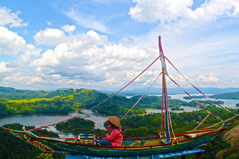 pemandangan dari puncak Bukit Matang Kaladan