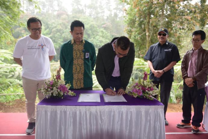 Penandatangan MoU Co Branding Orchid Forest Cikole