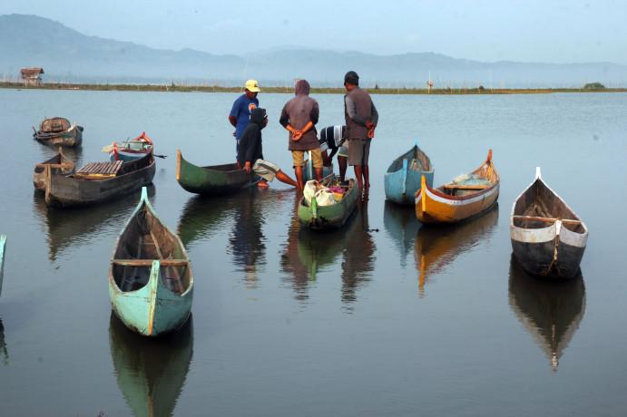 Danau Limboto di Provinsi Gorontalo menjadi urat nadi perekonomian masyarakat.