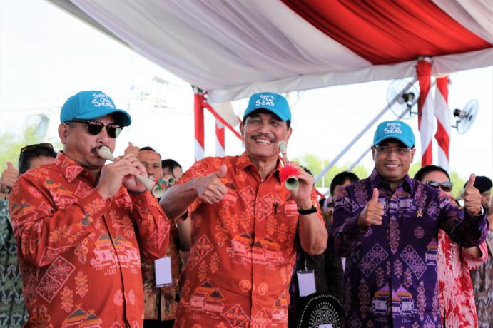 Menkomar Luhut Binsar Pandjaitan, Menhub Budi Karya Sumadi, dan Menpar Arief Yahya hadir di opening Sail Moyo Tambora 2018.