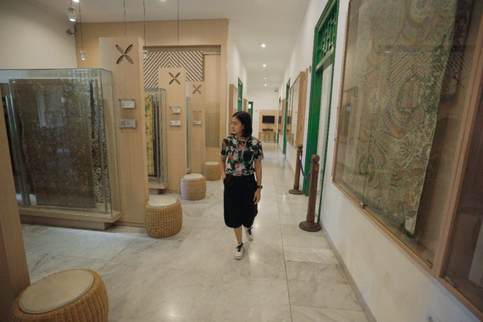 Suasana di dalam Museum Tekstil.