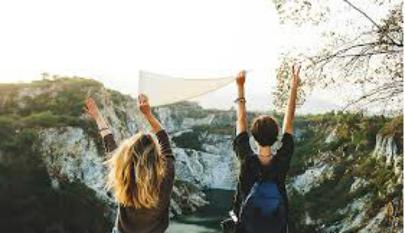 Ilustrasi : Mahasiswa yang tengah melakukan travelling bersama.