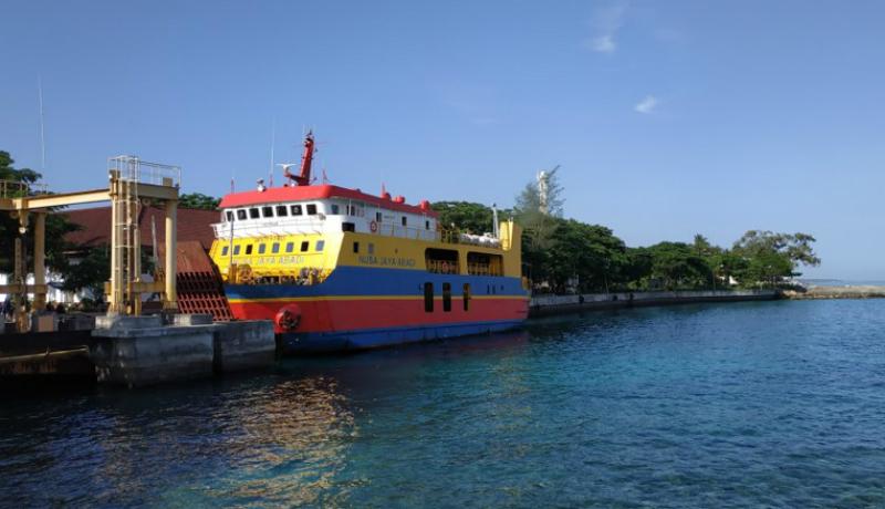 Kapal ferry ini melayani penyeberangan ke Nusa penida hanya 1x pulang pergi dalam sehari