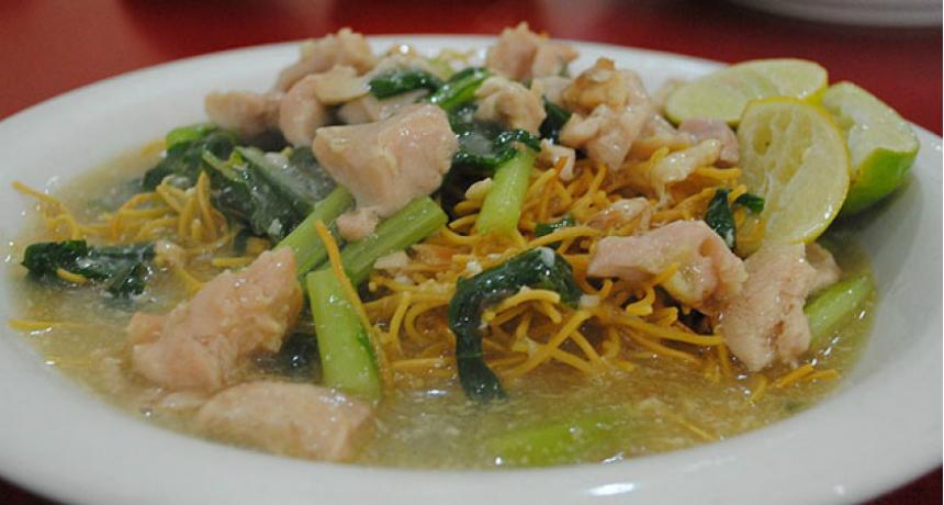 Sajian Mie Titie khas Makassar (Sumber : http://beritamks.com )