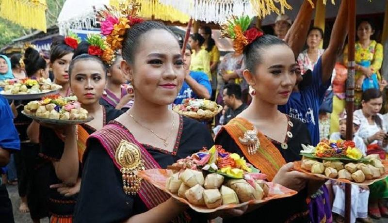 Prosesi lamaran di tradisi 'kawin lari' suku Sassk, Lombok. (wartantb)