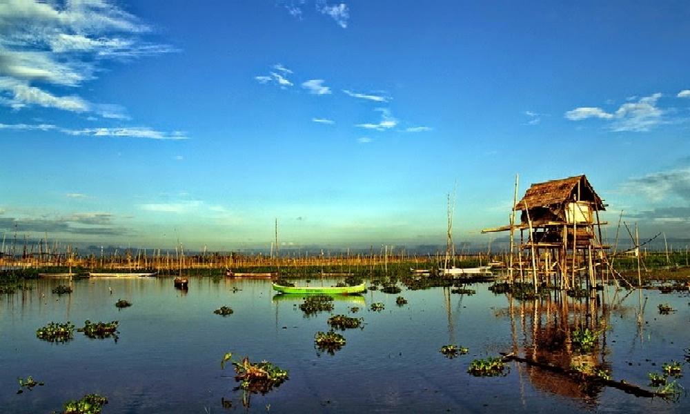 Panorama Danau Limboto. (Foto: anekawisatanusantara.blogspot.com)