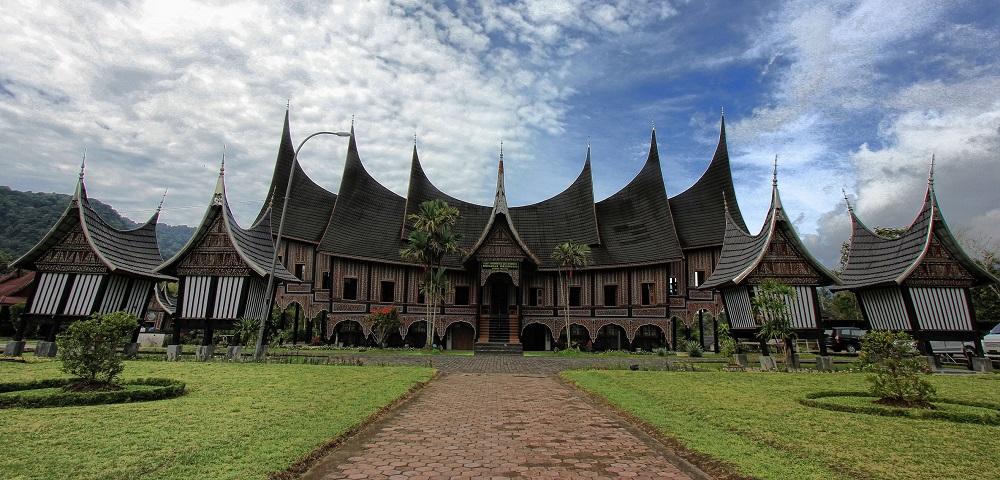 Ilustrasi Rumah Gadang. (Foto: Kemendikbud.go.id)