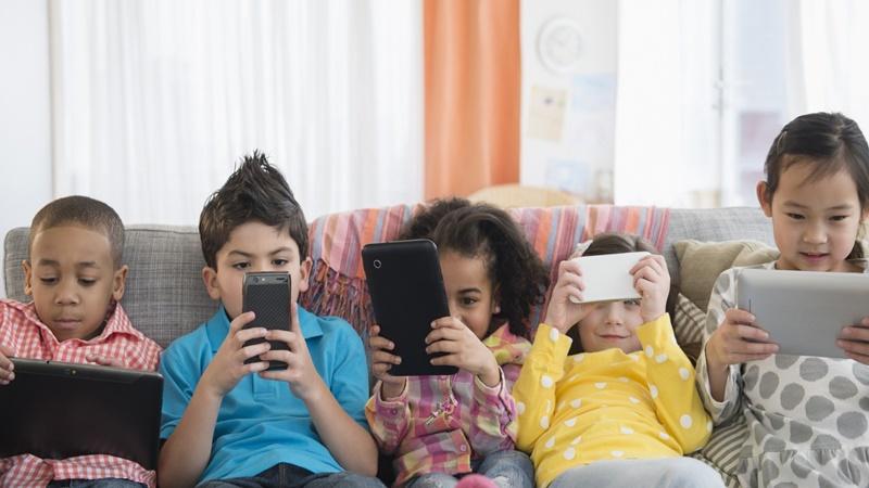 Bunda jangan sampai anak kencanduan gadget ya (foto: Istimewa)