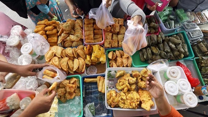 Ngabuburit dan berburu kuliner untuk buka puasa, kamu bisa datang ke sejumlah lokasi di Jakarta (foto: akurat.co)