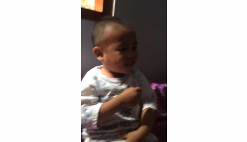 Lagi, bocah kocak baca niat sahur malah Iqomat. Lucu abis (Foto : Youtube)