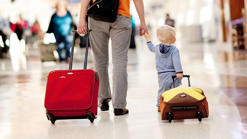 Libur Lebaran ke luar negeri tanpa mengandalkan pengasuh, perlu mengetahui sejumlah kiatnya (foto: mothermag.com)